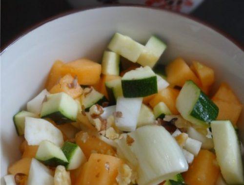 Salade croquante fenouil, courgette, melon et noix