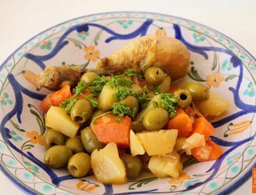 Tajine de poulet aux olives et légumes